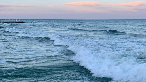 Cylinder head repairs sea at dusk