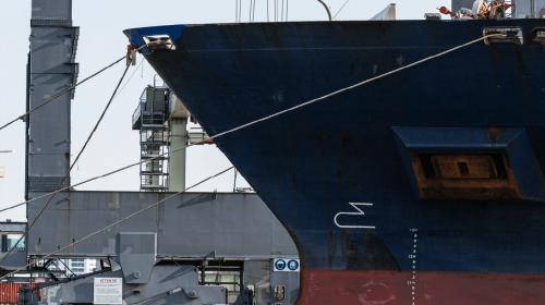 Cylinder head repairs ship bow hull